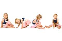 Fille d'enfant en bas âge dans des activités d'amusement Image libre de droits