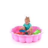 Fille d'enfant en bas âge dans la piscine Photographie stock libre de droits