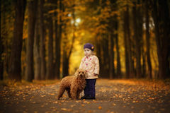 Fille d'enfant en parc Image stock