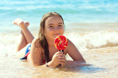 Fille d'enfant sur la plage Photo libre de droits