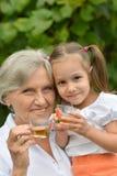 Fille d'esprit de grand-mère Images stock