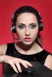 Fille dans des écouteurs Image libre de droits