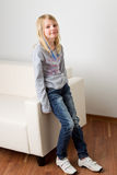 Fille dans des jeans images libres de droits