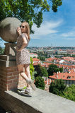 Fille dans des rues de Prague Photo stock