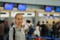 Fille dans l'aéroport Images libres de droits