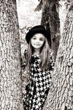 Fille dans l'arbre photos libres de droits