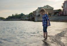 Fille dans l'eau photos libres de droits