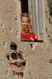 Fille dans l'hublot Photographie stock