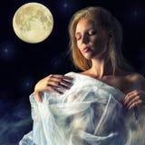 Fille dans la lueur de la lune Image libre de droits