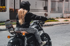 Fille dans la motocyclette 2 Images libres de droits