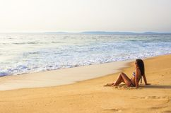 Fille dans la plage Photographie stock libre de droits