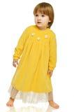 Fille dans la robe jaune Photo stock