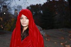 Fille dans la robe longue rouge Photos libres de droits