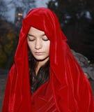 Fille dans la robe longue rouge Photo libre de droits