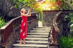 Fille dans la robe rouge Photos libres de droits