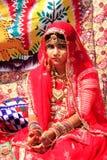 Fille dans la robe traditionnelle participant au festival de désert, Jaisal Photographie stock libre de droits