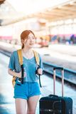 Fille dans la station de train Photographie stock libre de droits