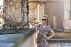 Fille dans le château de Prague Photographie stock