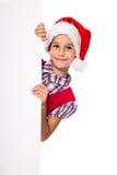 Fille dans le chapeau de Santa avec le tableau blanc Photo libre de droits