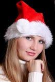 Fille dans le chapeau de Santa sur le noir Photo libre de droits
