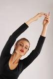 Fille dans le costume gymnastique photographie stock libre de droits