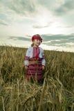 Fille dans le costume national ukrainien Photographie stock libre de droits