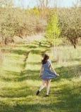 Fille dans le jardin Photographie stock libre de droits