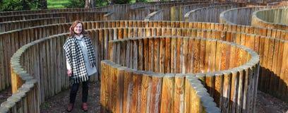 Fille dans le labyrinthe Image libre de droits