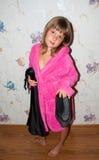 Fille dans le peignoir rose Images libres de droits