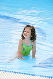 Fille dans le procès de natation Images stock