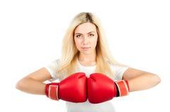 Fille dans les gants de boxe rouges Image stock
