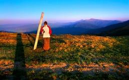 Fille dans les montagnes Image libre de droits