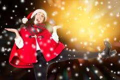 Fille dans Noël, dansant Photos stock