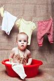 Fille dans un bassin Photos stock