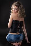 Fille dans un corset photo libre de droits