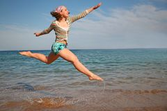 Fille dans un saut Photo libre de droits