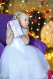 Fille dans une belle longue robe Image libre de droits