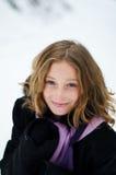 Fille dans une forêt neigeuse Image libre de droits