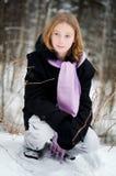 Fille dans une forêt neigeuse Images libres de droits