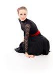 Fille dans une robe avec un ventilateur Carmen et d'isolement Image libre de droits