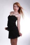 Fille dans une robe noire photo stock