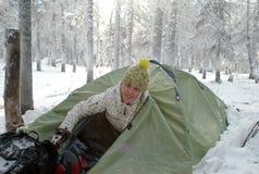 Fille dans une tente Images stock