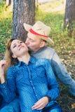 Fille de baiser masculine attirante Image stock