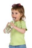 fille de boissons peu d'eau Image stock