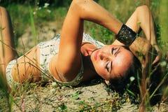 Fille de brune à l'air ouvert Photographie stock libre de droits
