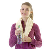 fille de brunette prenant des jeunes de l'eau Photos stock