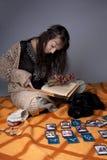 fille de cartes affichée qui Image stock