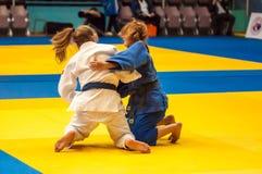 Fille de combattant dans le judo Photographie stock libre de droits