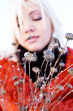 Fille de fond de fleur sauvage jeune Photographie stock