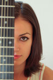 Fille de guitare Photographie stock libre de droits